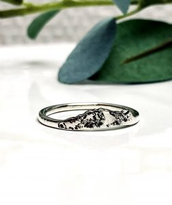 grace-custom-mountain-ring-texture